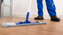 How a hardwood floor have to be cleaned